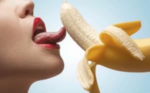 femeie linge banana